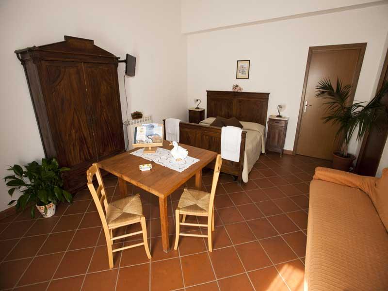 tavolo in camera per un comfort