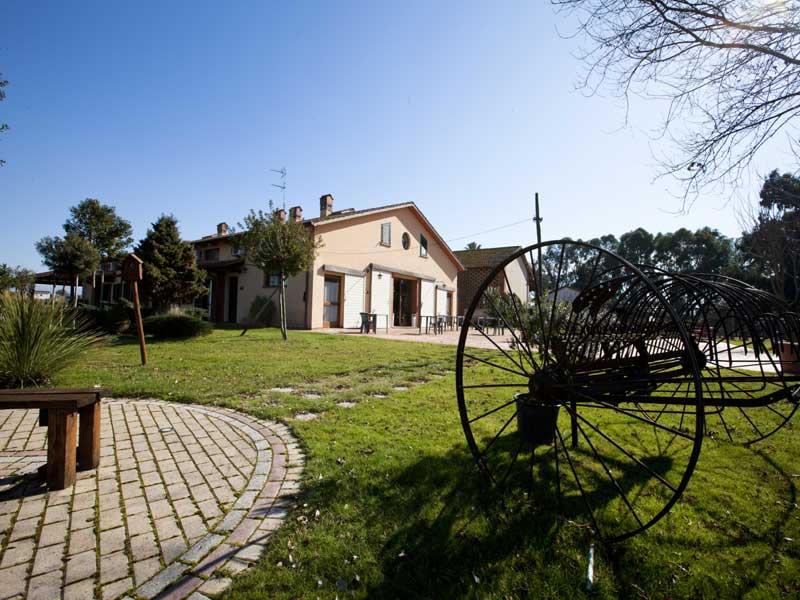 antico molino dietro giardino