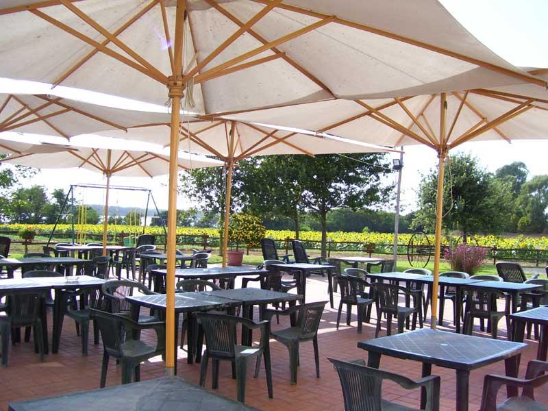 ombrelloni sedie e tavole la grande veranda